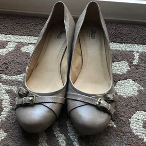 Bass Taupe Dress Shoes Small Wedge Size 8.5